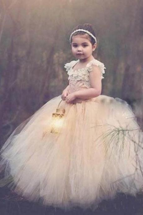 2020 Cute Fluffy Ball Gown Flower Girls Dresses Criss Cross Back Girls Wedding Party Dress Pearls Lace Appliques Pageant Dress