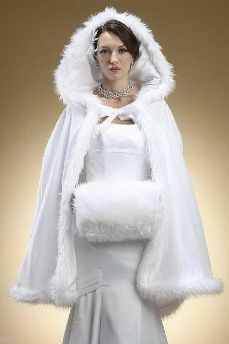 2020 New Stunning Hooded Bridal Capes Christmas Wedding Cloaks Faux Fur For Winter Long Sweep Train Wedding Bridal Cloak Bridal Wraps