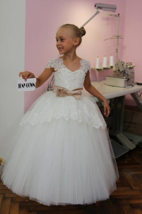 2020 NEW Beautiful White Lace Kids Evening Gowns Bow Belt Tulle Flower Girl Dress Pageant Dresses For Girls Glitz
