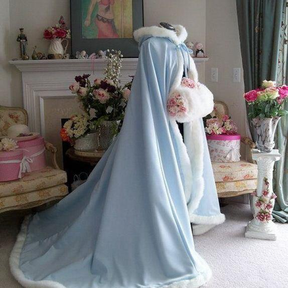 2018 Long Christmas Wedding Cloaks Jackets Faux Fur Graceful Hooded Winter Warm Wedding Accessories Long Shawl Ivory Bridal Wraps